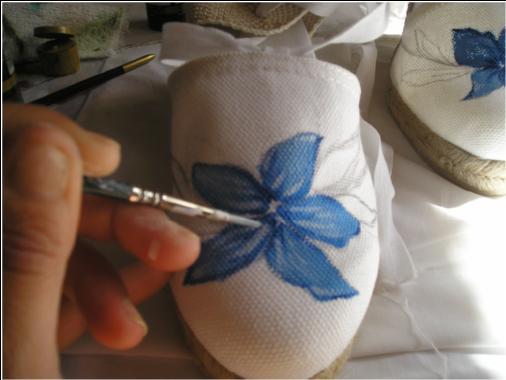 Produciendo contraste podremos resaltar el volumen de la flor, un