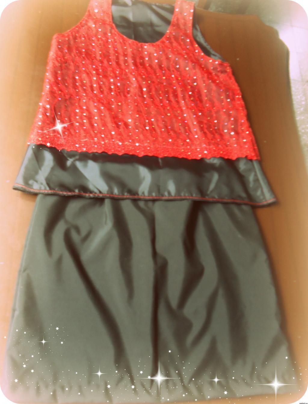 falda y blusa de cuerina