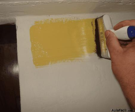 pintura de color amarillo.