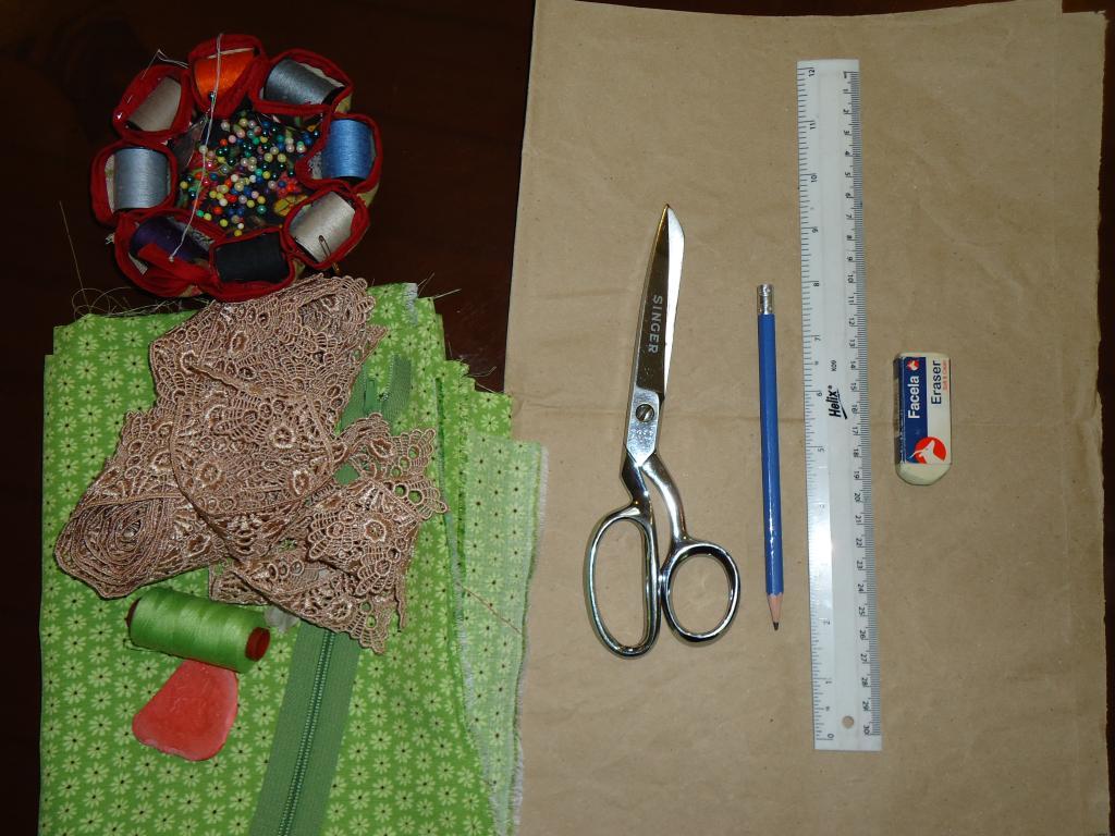 Materiales para falda estampada de dos piezas con corte a la cadera
