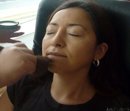 Aplicar polvos con brocha