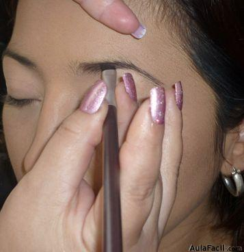 pintar las cejas con pincel